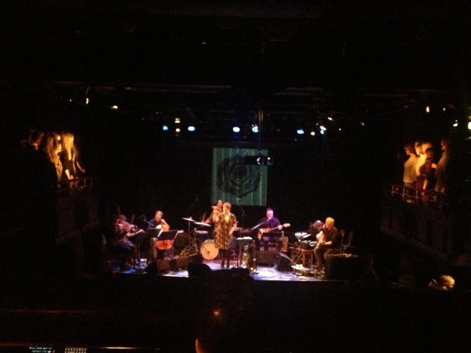 KORET synger med Line Horntvets band Budding Rose.